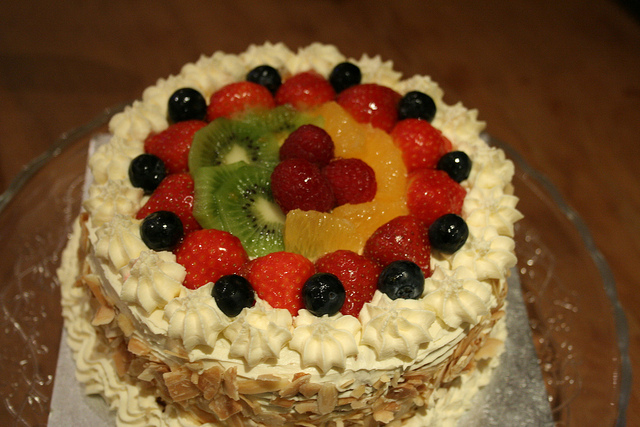 Fresh Cream And Fruit Gateau