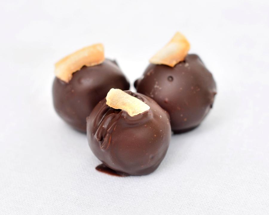 Dark chocolate truffles with Coconut and rum